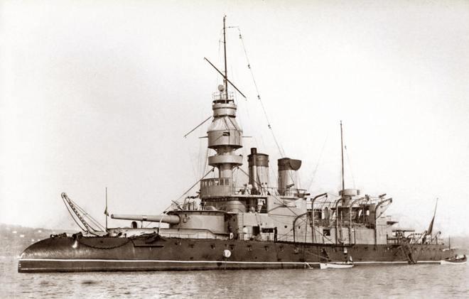 杜业尔的头等铁甲舰方案在体量上与法国Jemmapes级铁甲舰较为接近,但细节设计上还是有许多不同之处