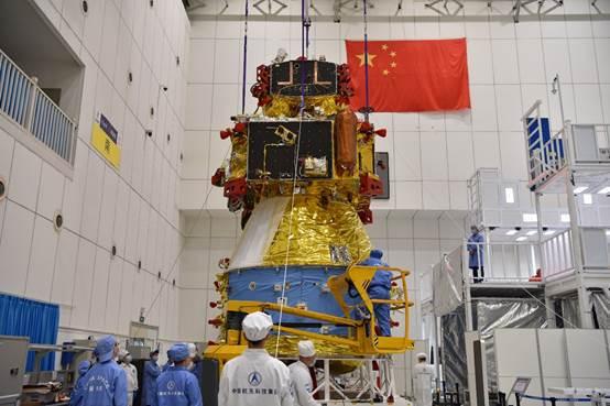 嫦娥五号探测器全貌。本文图片来源:国家航天局(万珂摄)中国航天科技集团五院、中国航天科技集团一院。