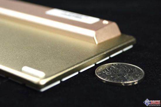 16.雷柏E6300键盘与一元硬币对比