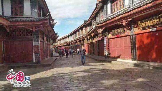 """丽江古城大部分商户关门抗议围城强收""""古维费"""""""