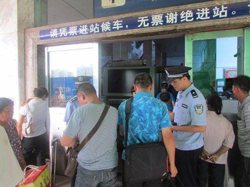 江西赣州铁路公安处加强安检查危确保暑运安全